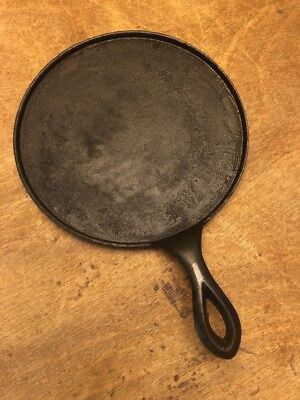 """Antique #7 Cast Iron Round Griddle High Pointed Fancy Handle Heat Ring 9"""" Wide"""