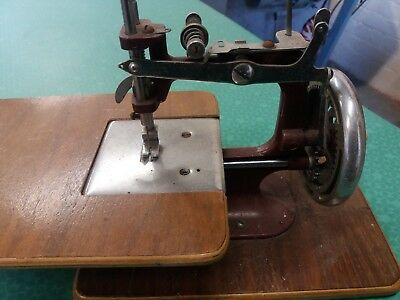 Vintage Mini/Child's Hand-Crank Sewing Machine Miniature Sewing 1940s