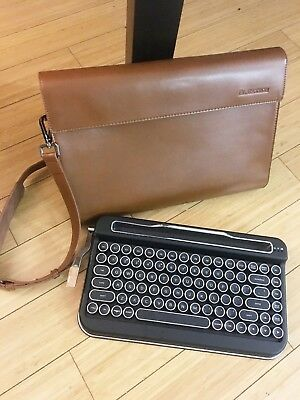 Penna Bluetooth/Wireless Keyboard Black with Retro Keycaps and Pouch