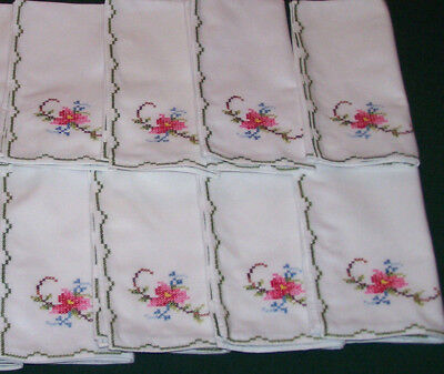 """8 GORGEOUS  VINTAGE  FLORAL EMBROIDERED NAPKINS, 16"""" x 16"""", NEVER USED, c1950"""