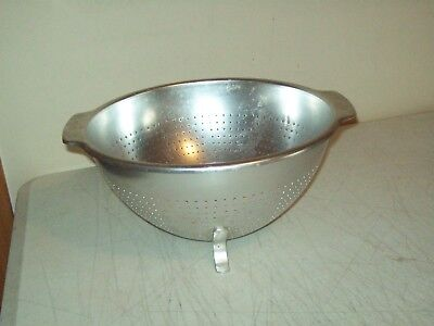 Vintage colander American made Wear-Ever 10 by 5 inches mint condition