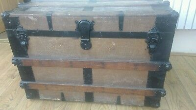 Large vintage steamer trunk /treasure chest blanket box with wooden ribs pirate