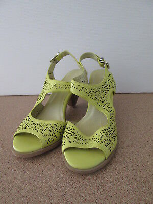 Ladies Django & Juliette Size 10 Light Green Heels Shoes Open Toe Leather Sandal