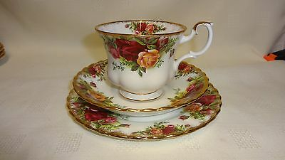 Vintage ROYAL ALBERT Old Country Roses TRIO Cup Saucer Plate TRIO TEA SET