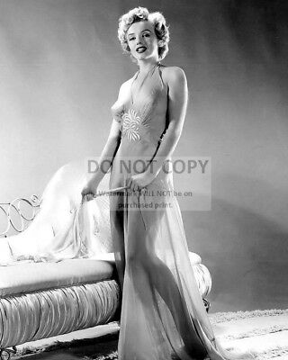 Marilyn Monroe Iconic Sex Symbol And Actress - 8X10 Publicity Photo (Bb-402)