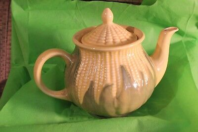 Vintage Shawnee Pottery Corn King #75 Teapot   Great Condition