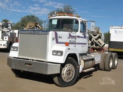 1987 Mack Superliner RW 713
