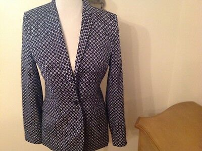 Woman's blazer by Vince Camuto Size 4 retails for $149.00  New no tags