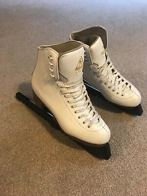 Ladies white Jackson Excel figure skates size 7.5. Have been used a few times.