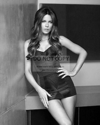 Actress Kate Beckinsale Pin Up - 8X10 Publicity Photo (Bb-755)