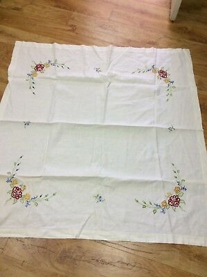 Vintage Pretty Embroidered Floral Tablecloth
