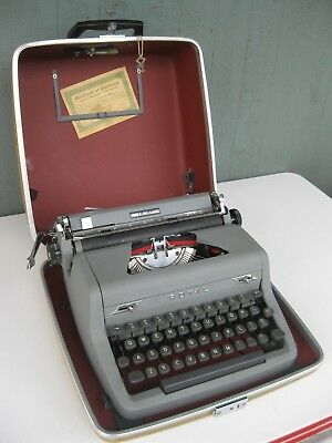 Vintage 1950 ROYAL QUIET DELUXE Manual Typewriter Great Shape!
