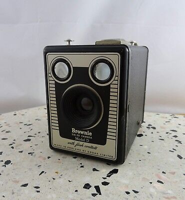 Vintage Kodak Six -20 Brownie Model D Box Camera Made in England