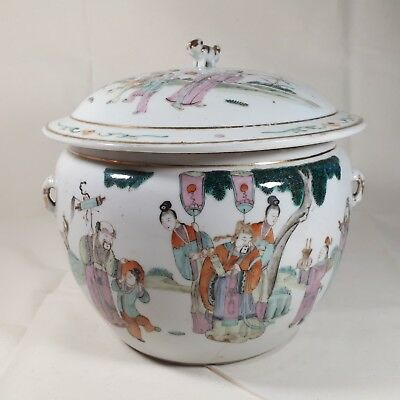A Chinese Famille Rose Porcelain Jar late 19th Century