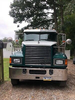 2012 Mack Pinnacle Tractor CHU613 with WetLine