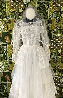 1940s Vintage Antique Wedding Dress With Original Veil  (Bridal Exquisite Lace)