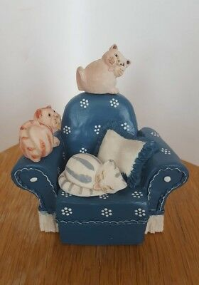 Figurine Peter Fagan : chats sur fauteuil (Cats Gang's chair)