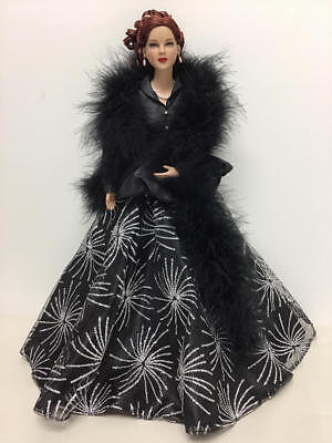 Tonner - Deeanna Denton Brunette Doll In Deeanna's New Look Black Dress Outfit