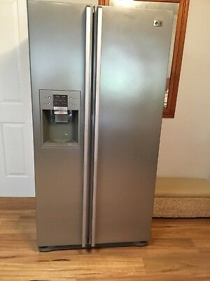 LG Side by Side Fridge and freezer with Automatic Ice & Water Dispense 567L