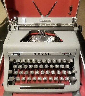 Vintage 1951 Royal Quiet DeLuxe Manual Typewriter with Case - Fully Functional