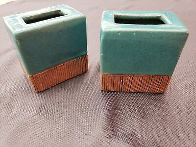 """Vintage EARLY BARBARA WILLIS POTTERY 4-1/4"""" BY 4-1/4"""" BY 2-7/8"""" PILLOW VASE SET"""