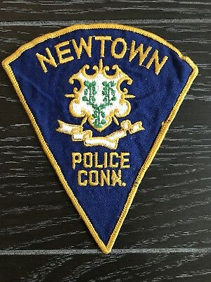 Newtown Ct Connecticut Police Department Officer Patch Older Issue Triangle