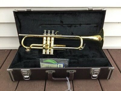 Vtg Yamaha YTR2320 Trumpet With Hard Case (For Parts)