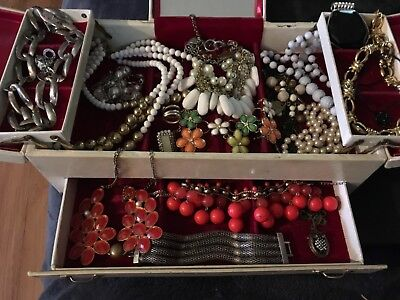 very nice lot of vintage jewelry all n great wearable condition