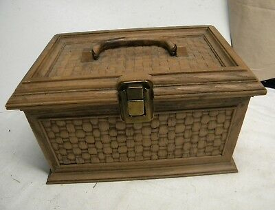 Vintage Lerner Sewing Box ~ plastic sewing box with Tray ~ Basket Weave look