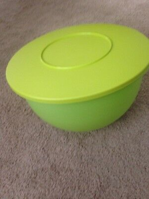 NEW TUPPERWARE impressions Extra Large Salad mixing bowl 32 cup NEON green