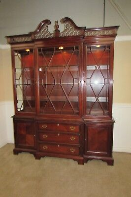 Ordinaire Lexington Palmer Home Collection Mahogany Breakfront, Lighted China Cabinet