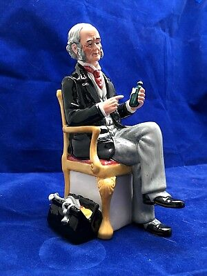 """ROYAL DOULTON FIGURINE """"THE DOCTOR"""" HN 2858 - Ca:1979 -92 - RETIRED - EXCELLENT"""
