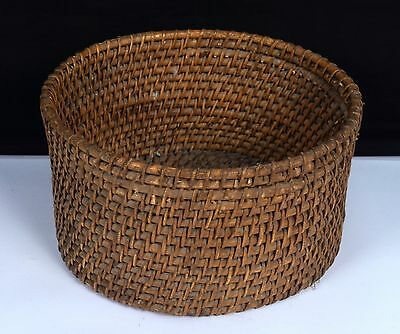Beautiful Vintage Collectible Handmade Usable Antique Fruit Basket. G62-159 US