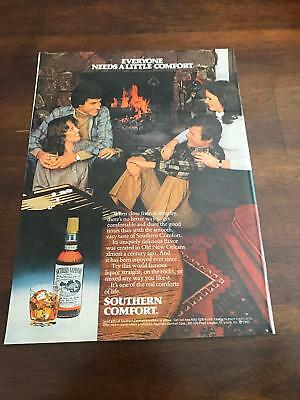 1981 VINTAGE 8X11 PRINT Ad FOR SOUTHERN COMFORT TWO COUPLES NEAR FIREPLACE