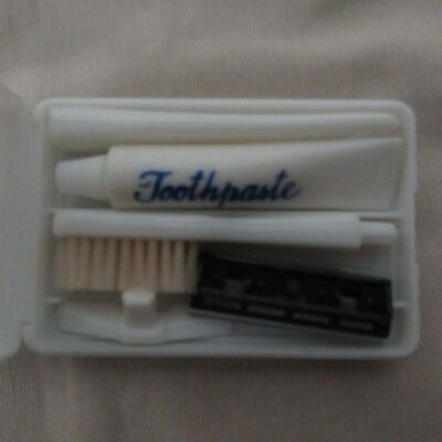 VINTAGE Small Travelling TOOTHBRUSH RAZOR Set by LLoyd A Cooper In CASE EX COND