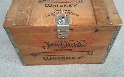 Vintage JACK DANIEL'S Old No. 7 Whiskey WOODEN CRATE BOX w/ Clasp
