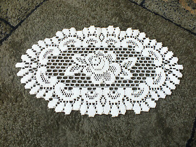 """Collectible Beautiful Heritage Lace Doily Table Linen Off White 14 x 8"""" NICE"""