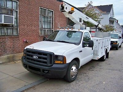 2006  FORD  F 350 SUPERDUTY BUCKET/ BOOM TRUCK 93k  WITH  A/C