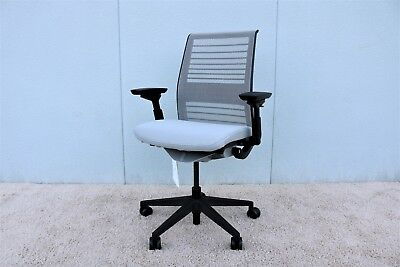 """Steelcase Think Executive Ergonomic Adjustable Chair in 3D Knit Back """"Brand New"""""""
