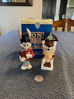 Warner Brothers BUGS BUNNY and TAZ London Salt & Pepper Shakers MIB WB