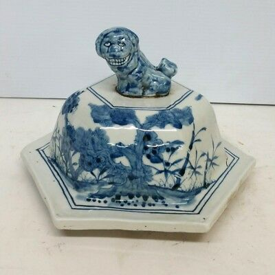 Antique Chinese Blue and White Porcelain Jar Vase Cover 19th Century Lion Top