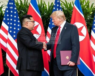 Donald Trump & Kim Jong-Un @ Singapore Summit June 2018 - 8X10 Photo (Bb-601)