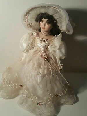 Precious Moments 1985 Samuel J. Butcher aplauce time doll collectible.