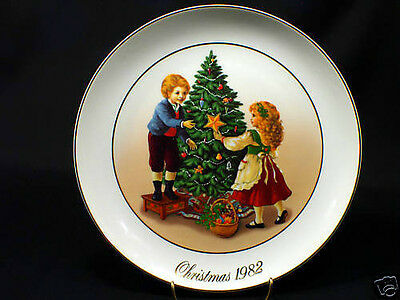 Plate - Keeping with Traditions - Porcelain - 1982 - Original Box