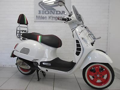 2017 PIAGGIO GTS300 SUPER VESPA WHITE only done 625 miles NATIONWIDE DELIVERY