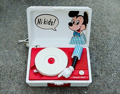 VINTAGE MICKEY MOUSE Record Player Model No  3122 with 13 Records Included