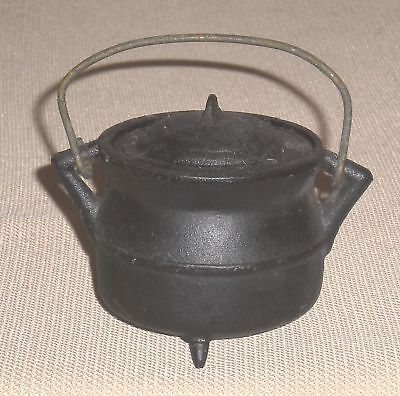 Vintage Small Cast Iron Lidded 3 Legs Pot with Handle WILTON Signed 538g