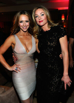 Jennifer Love Hewitt Posing With Friend For The Photo 8x10 Photo Print