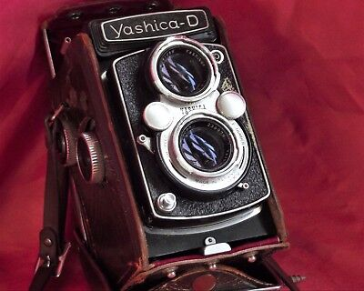 Yashica D With Case good condition