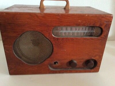 RCA VICTOR AM wood table vintage radio(FOR PARTS OR REPAIR)